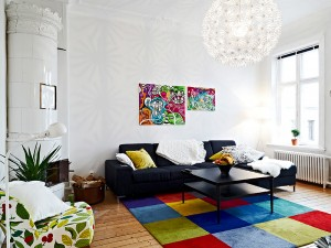 colors-and-patterns-intertwine-in-contemporary-traditional-living-room